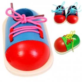 Chaussure à lacer en bois